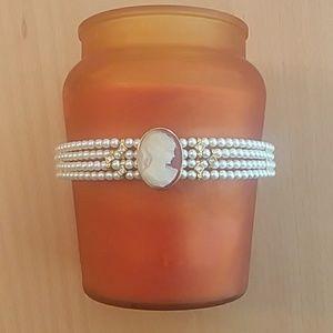 Pretty pearl necklace